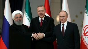 Los presidentes Hasan Rohaní de Iran, Recep Tayyip Erdogan de Turquía y Vladímir Putin de Rusia antes de su encuentro en Ankara, 4 de abril de 2018.