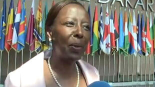 Louise Mushikiwabo, interrogée au micro de France 24, lors du sommet de la francophonie, à Erevan, en Arménie.