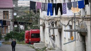 شارع في ستيباناكرت كبرى مدن  ناغورني قره باغ في 2 تشرين الأول/أكتوبر 2020 فيما تدور معارك بين الأرمن والأذربيجانيين في الإقليم الانفصالي