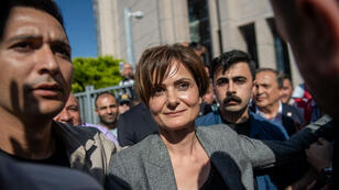 L'opposante Canan Kaftancioglu quitte le tribunal qui l'a condamnée à Istanbul, le 6 septembre 2019.