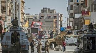 شرطيون في شوارع مدينة العريش في شمال سيناء في 27 تموز/يوليو 2018.