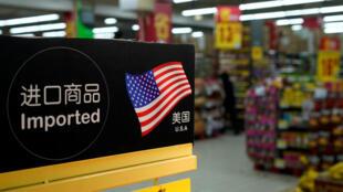 Productos importados desde Estados Unidos en un supermercado situado en Shanghái, China, el 3 de abril de 2018.