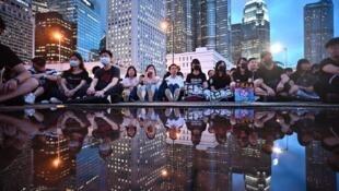 Des fonctionnaires assistent à un rassemblement pour soutenir la contestation contre le projet de loi anti-extradition à Hong Kong, le 2 août 2019.