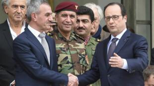 Mercredi 1er avril, sur le perron de l'Élysée, François Hollande serre la main de Mustafa Qadir Mustafa, ministre des peshmerga au sein du gouvernement régional du Kurdistan d'Irak.