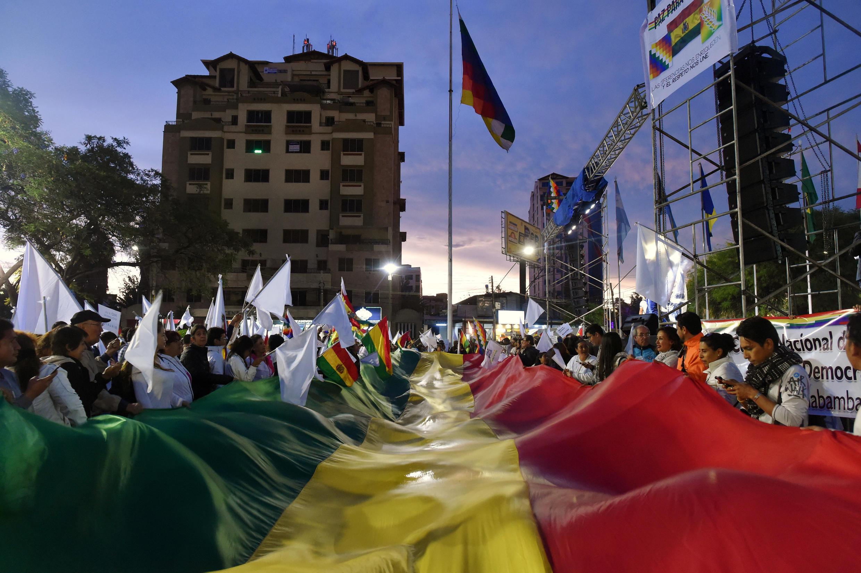 2019-11-22T015601Z_1614825257_RC21GD9X69MD_RTRMADP_3_BOLIVIA-POLITICS