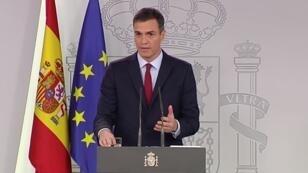 Le chef du gouvernement espagnol, Pedro Sanchez, s'adresse à la presse samedi 24 novembre 2018.