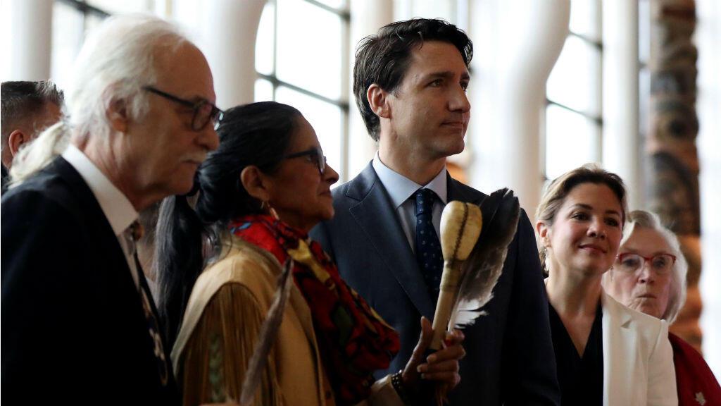 El primer Ministro de Canadá Justin Trudeau y su esposa asisten a la ceremonia de clausura de la Investigación Nacional sobre Mujeres y Niñas Indígenas Desaparecidas y Asesinadas en Quebec, Canadá , el 3 de junio de 2019.