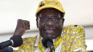 Le président zimbabwéen Robert Mugabe s'exprime au congrès de la ZANU-PF