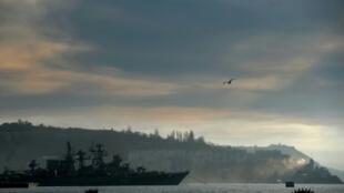 فرقاطة روسية في مرفأ سيفاستوبول في 6 اذار/مارس 2014