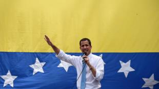 (ARCHIVO) Juan Guaidó se dirige a sus seguidores en Caracas (Venezuela), el 10 de marzo de 2020