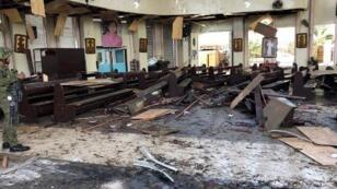 آثار التفجير داخل الكنيسة
