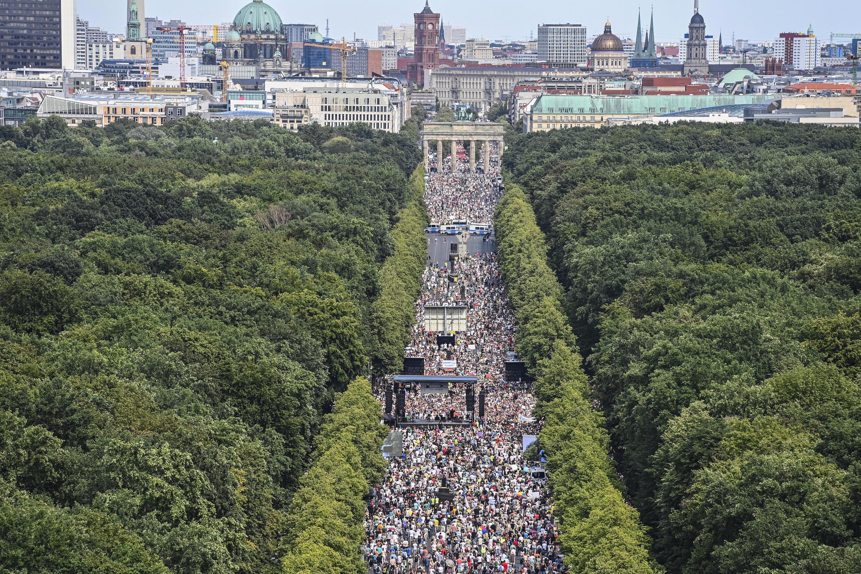Manifestantes contra las medidas antiepidémicas en Berlín, el 1 de agosto de 2020.