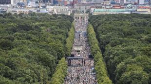 متظاهرون ضد تدابير مكافحة وباء كوفيد-19 في برلين في 1 آب/أغسطس 2020