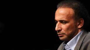 """L'islamologue suisse, Tariq Ramadan, participe à une conférence sur le thème """"Vivre ensemble"""", le 26 mars 2016 à Bordeaux."""