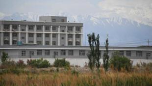 معسكر من معسكرات الاعتقال في منطقة شينجيانغ في شمال غرب الصين