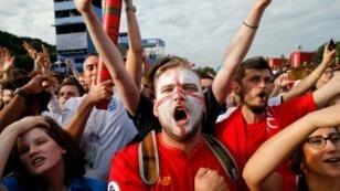 مشجعون أنكليز بعد فوز فريقهم ضد السويد في الدور ربع النهائي