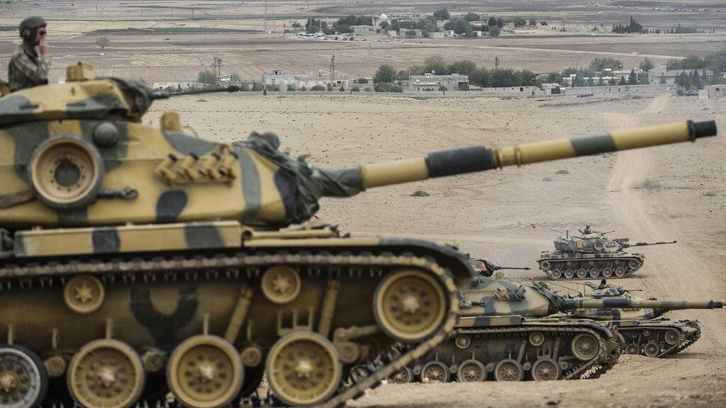 -دبابات تابعة للجيش التركي على الحدود مع سوريا
