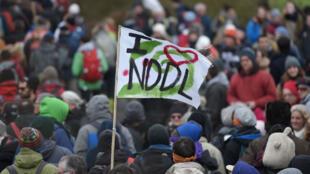 Les opposants au projet d'aéroport de Notre-Dames-des-Landes défilent dans la ZAD le 10 février pour fêter leur victoire et l'abandon du projet.