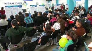 De nombreux migrants vénézuéliens sont arrivés à la frontière péruvienne, mercredi 31 octobre 2018, pour profiter des derniers titres de séjour temporaires offerts par Lima.