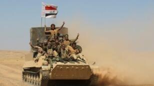 مقاتلون من الحشد الشعبي يتقدمون نحو مدينة تلعفر في 20 آب/أغسطس