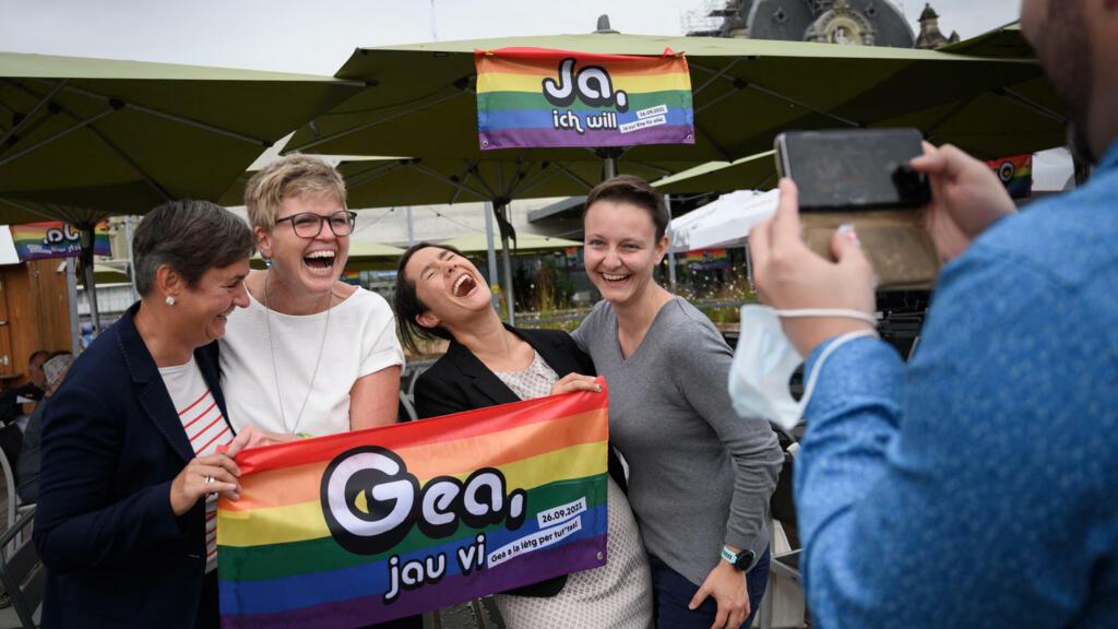 """Suisse : écrasante majorité pour le """"oui"""" au mariage pour tous"""