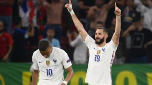 La joie de l'attaquant Karim Benzema, auteur d'un doublé contre le Portugal, lors de la 3e journée du groupe F à l'Euro 2020, le 23 juin 2021 à Budapest