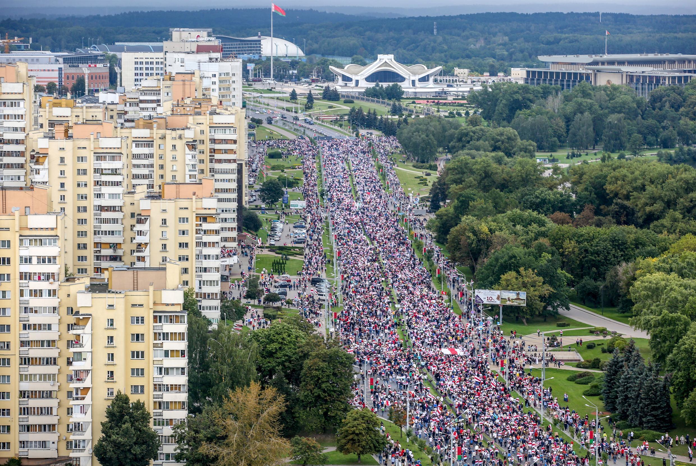 Des manifestants biélorusses, dans les rues de Minsk, protestent contre le pouvoir d'Alexandre Loukashenko, le 6 septembre 2020.