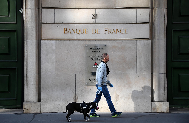 Façade de la Banque de France à Paris, en plein confinement, le 27 mars 2020.