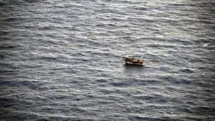 Un bateau avec des migrants en mer Méditerranée, en mars 2014