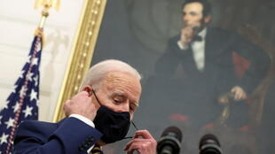 USA biden mask lincoln