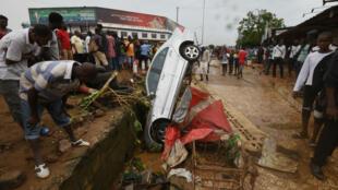 Les inondations ont occasioné de sérieux dégâts matériels dans la capitale économique ivoirienne, le 19 juin 2018.