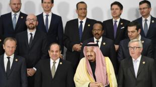 صورة جماعية لزعماء الدول الحاضرين في القمة