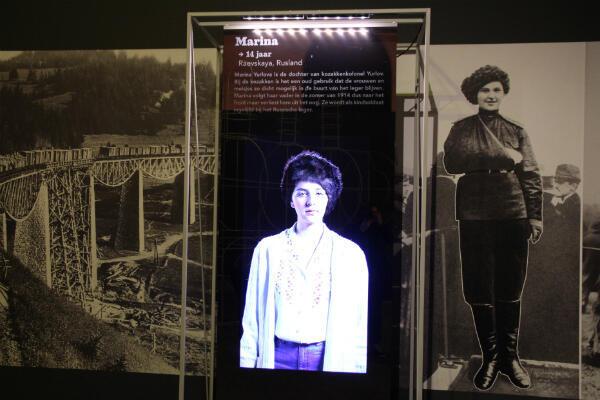 """L'histoire de Marina Yurlova est racontée dans l'exposition """"La guerre en culottes courtes"""" à travers une jeune fille d'aujourd'hui."""