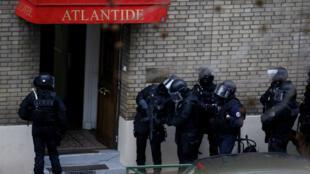 Opération de police près de Montrouge, jeudi 8 janvier.