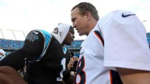 Cam Newton et Peyton Manning après une rencontre entre les Carolina Panthers et les Denver Broncos, le 11 novembre 2012.