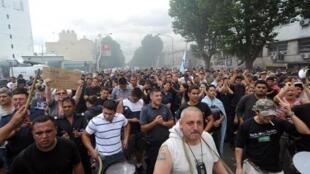 Manifestation de policiers dans les rues de La Plata