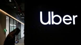 El logotipo de Uber en las oficinas de esta multinacional en Bogotá, Colombia, el 12 de diciembre de 2019.