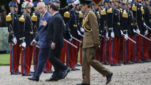 François Hollande et le prince Charles, lors des cérémonies de commémoration du centenaire de la bataille de la Somme.