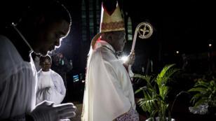 """Mgr Fridolin Ambongo, le nouvel archevêque de Kinshasa, en RD Congo, a appelé le gouvernement à respecter sa """"promesse"""" d'organiser les élections le dimanche 30 décembre."""