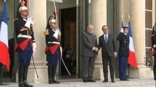 الرئيس الفرنسي برفقة رئيس الوزراء الهندي ناريندرا مودي