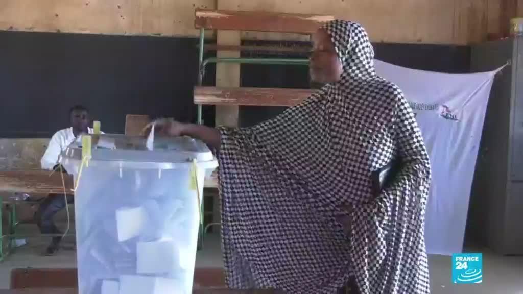 2021-02-22 00:08 Níger: explosión de mina dejó siete muertos durante segunda vuelta presidencial