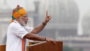 El primer ministro indio, Narendra Modi, asiste a las celebraciones del Día de la Independencia en el histórico Fuerte Rojo de Delhi el jueves 15 de agosto.