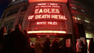 Le public est au rendez-vous pour le retour des Eagles of Death Metal, trois mois après l'attentat survenu lors de leur concert au Bataclan.