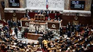 Les députés quittent l'hémicycle de l'Assemblée nationale après un vote sur l'accord Ceta entre l'UE et le Canada, le 23 juillet 2019 à Paris.