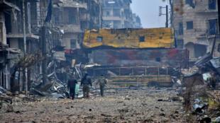 Des forces pro-gouvernementales syriennes dans un quartier d'Alep-Est, le 13 décembre 2016.