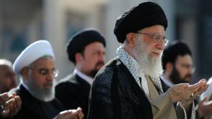Le guide suprême iranien, Ali Khamenei, et le président Hassan Rohani, le 15 juin 2018 à Téhéran.