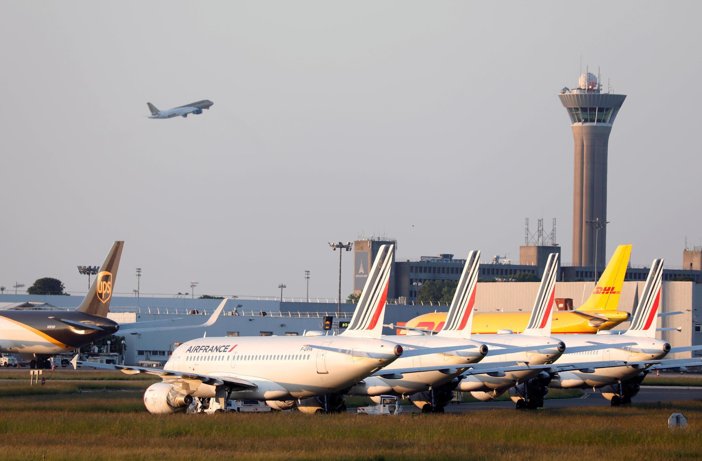 Des avions au sol à l'aéroport Paris-Charles-de-Gaulle, le 25 mai 2020.