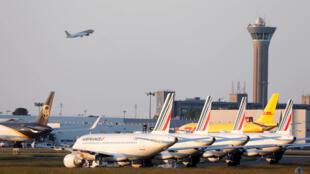 Aviones en tierra en el aeropuerto Charles-de-Gaulle, en París, Francia, el 25 de mayo de 2020.