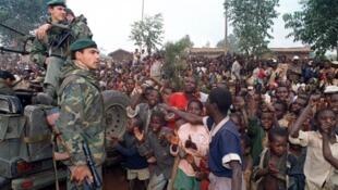 Militaires français déployés au Rwanda, en 1994, dans le cadre de l'opération Turquoise.