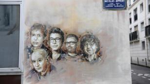 Fresque commémorative de l'attentat du 7 janvier contre Charlie Hebdo, près de l'ancien siège du journal, avec les portraits de cinq journalistes assassinés.